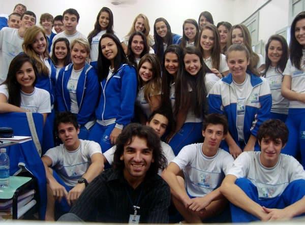 prof. André Gazola e e seus alunos de Ensino Médio