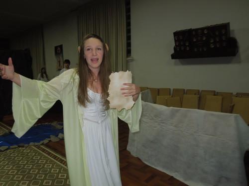 Fabiane fantasiou-se de elfa e guiou a todos pela Terra Média