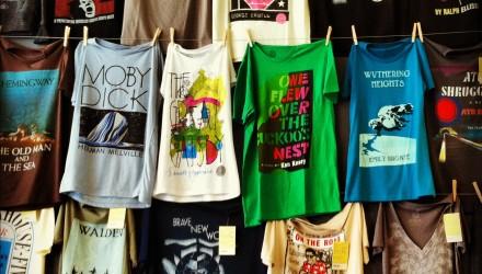 Camisetas com estampas literárias